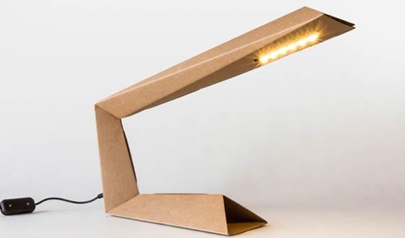 Lampada Cartone Della Pizza: Incisioni distanti cm su un lato della parte inferiore.